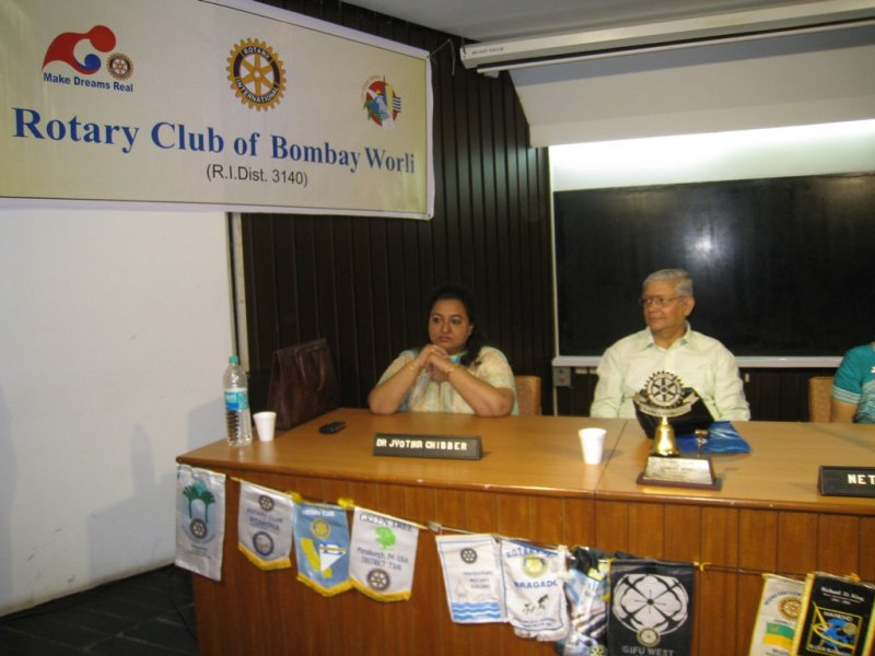 Dr-Asis-Ganguli-at-the-rotary-club-of-worli